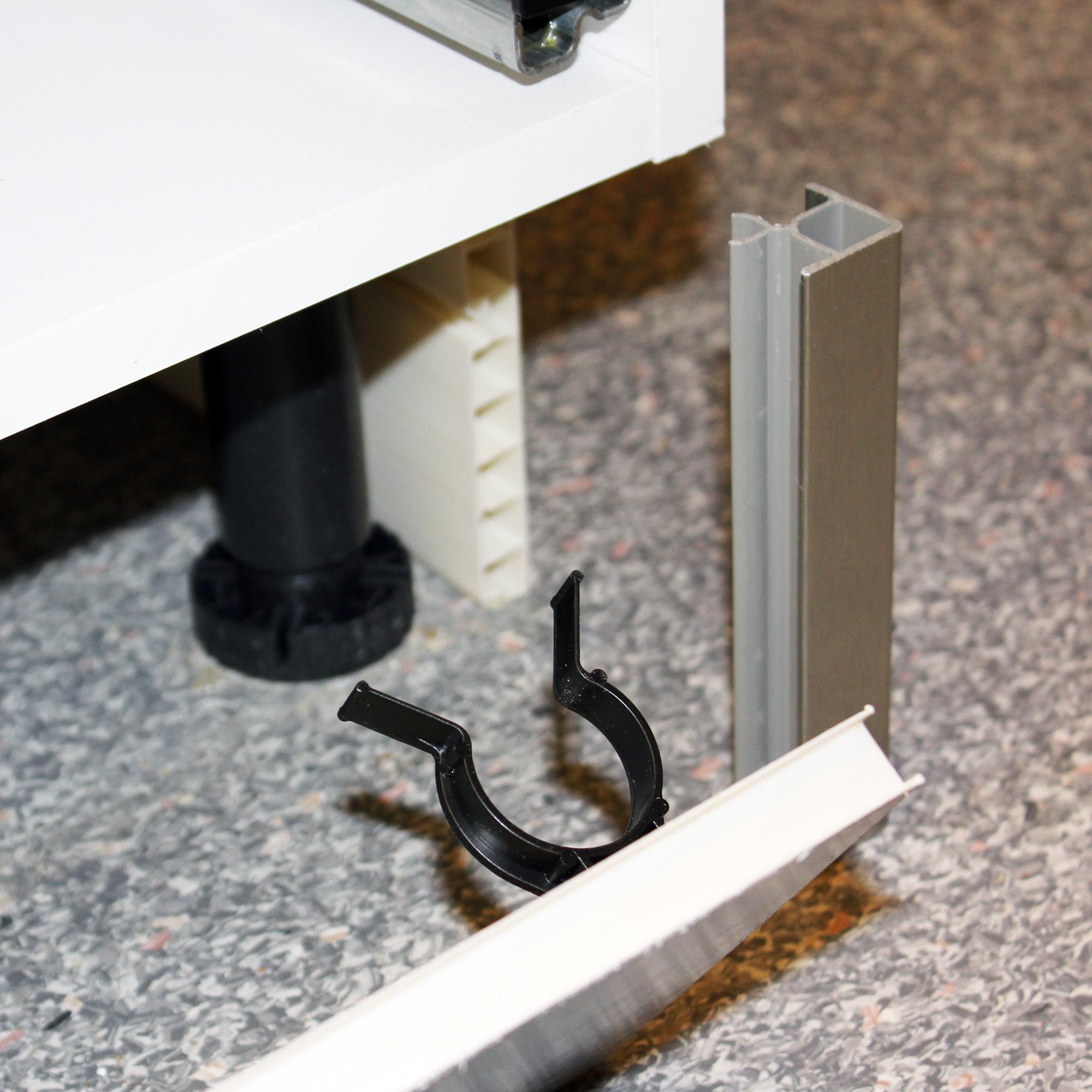Hörnlist plastsockel rostfri look   nytt kök badrum och tvättstuga ...