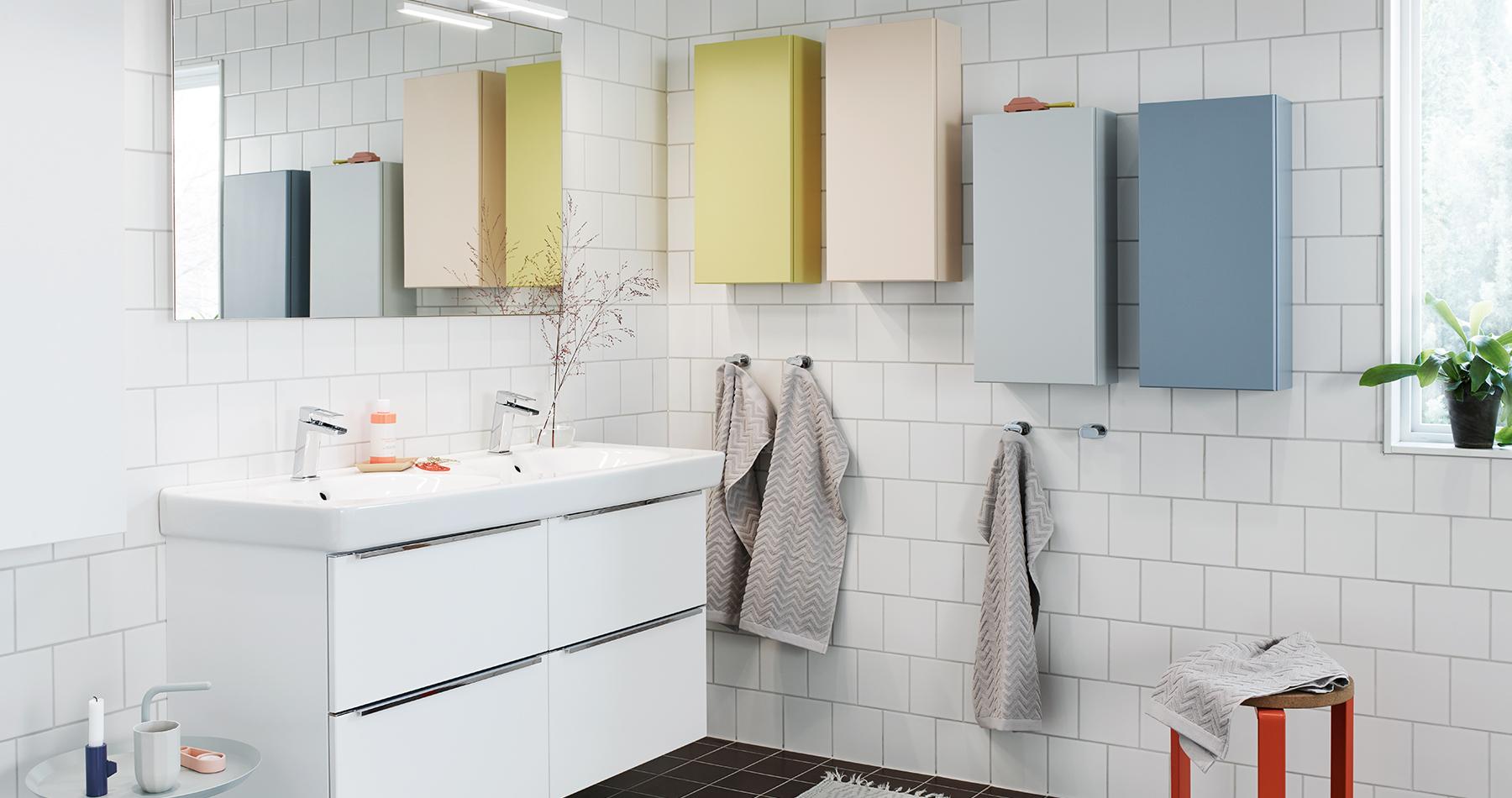 Lekfullt familjebadrum med massor av förvaring   nytt kök badrum ...