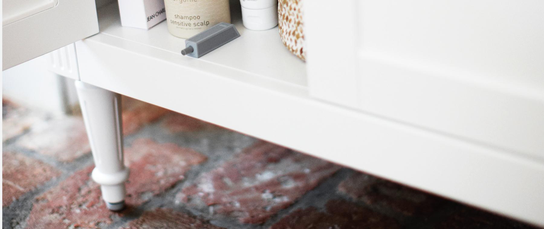 Louis badrumsinredning är romantik med hantverksmässig möbelkänsla ...