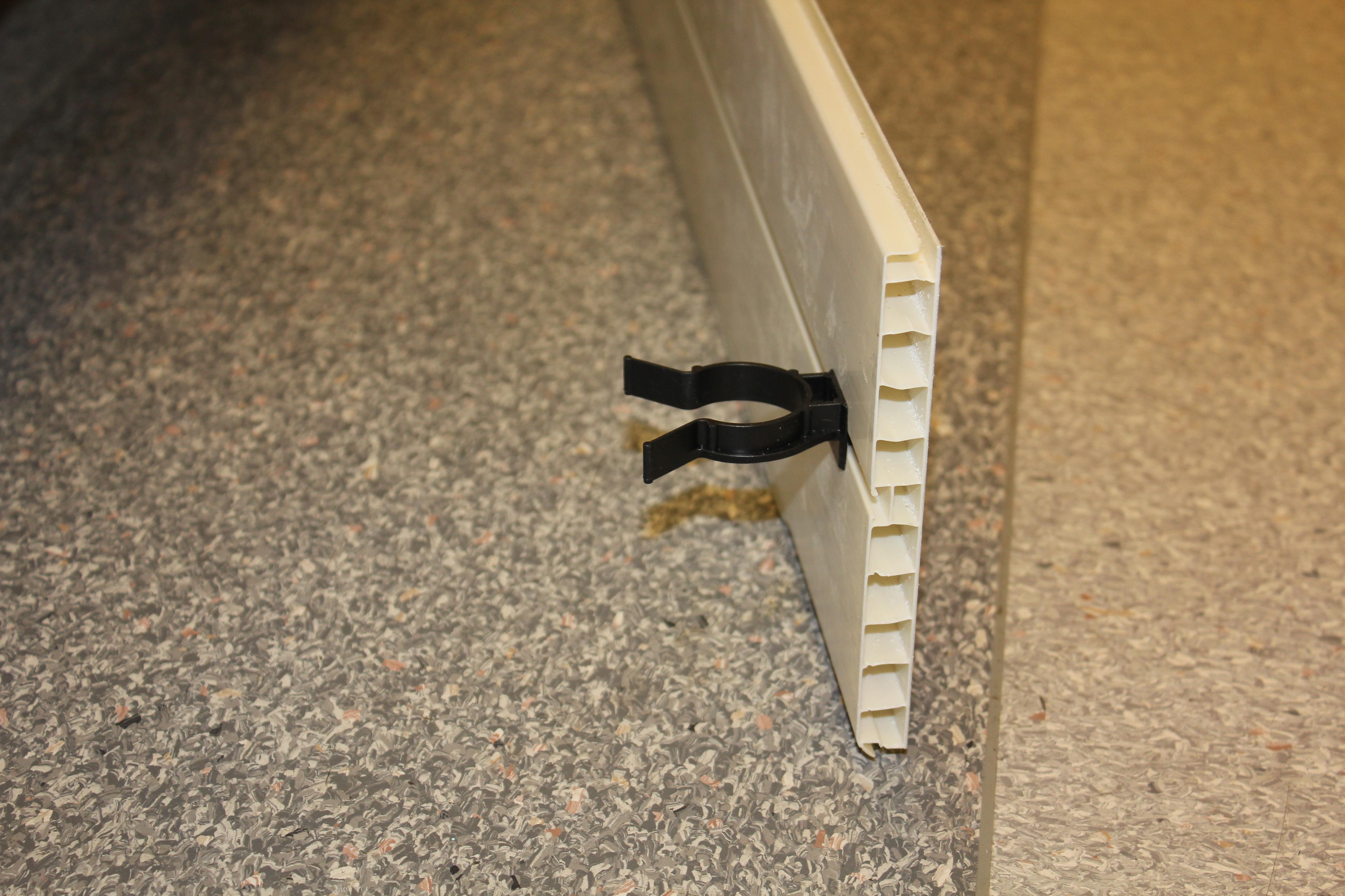 39220   clips svart till plastsockel   nytt kök badrum och ...